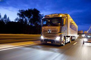 camion,-mercedes-benz,-carretera-por-la-noche,-acelerar,-coche-176183